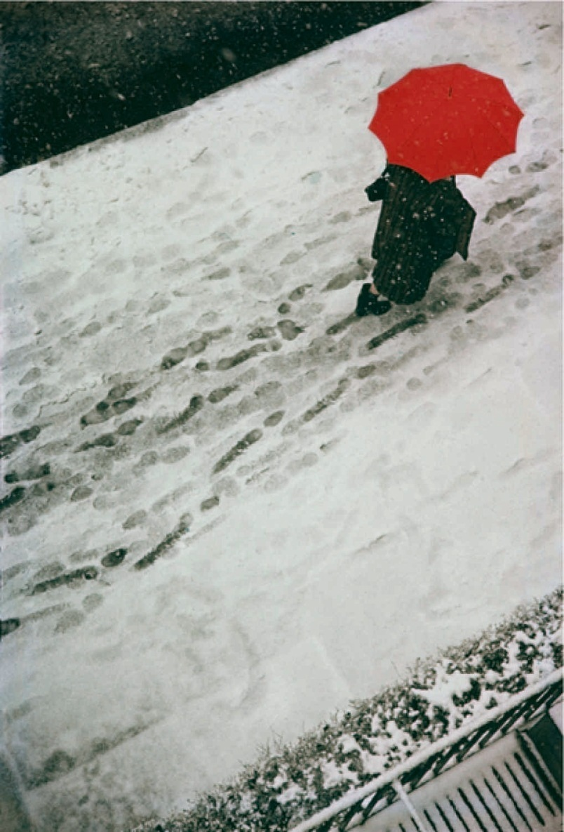saul leiter red umbrella