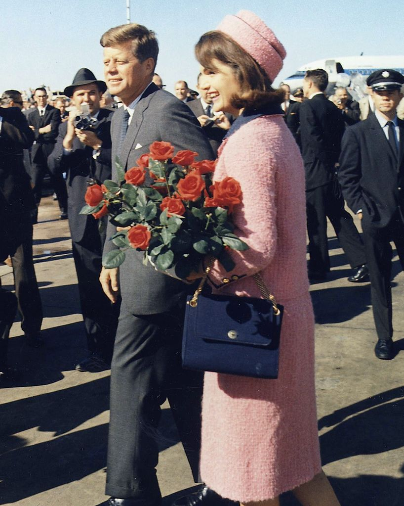Kennedys_arrive_at_Dallas_11-22-63