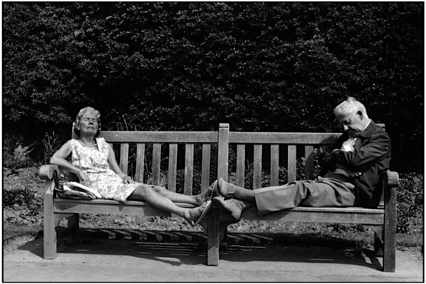 A couple sleeping on a park bench (by Martine Franck, 1980) West Sussex -Town of Worthing